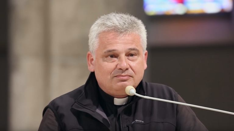Arcybiskup Konrad Krajewski, jałmużnik papieski