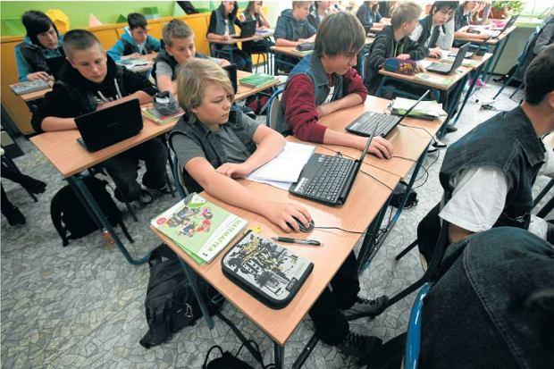 Czy to krytykowane gimnazja pchn�y w g�r� polskich uczni�w w presti�owym rankingu PISA?