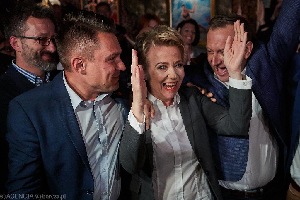 Hanna Zdanowska podczas ogłoszenia wstępnych wyników wyborów