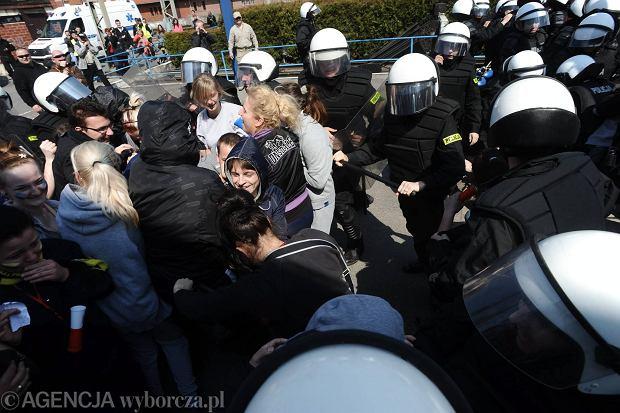 Policjanci np. po starciach na imprezach będą skarżyć uczestników za ewentualne szkody