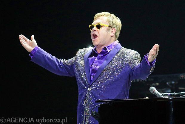Elton John przyznał, że był czas kiedy stracił swoje człowieczeństwo, więzi oraz szacunek. Wartości te stały się nieważne w obliczu sławy.