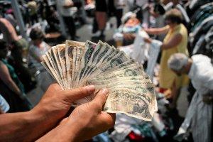 """Jutro w """"Wyborczej"""": Ile dziś są warte finansowe relikty PRL?"""