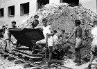 Nie wstyd�my si� odbudowy Warszawy [FELIETON MENCWELA]