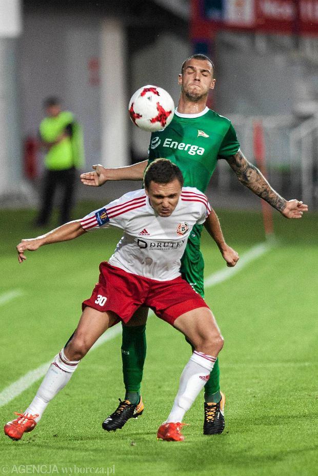 Zdjęcie numer 4 w galerii - Puchar Polski. Skandal po meczu Lechii Gdańsk. Wściekli kibice przebili opony w autokarze