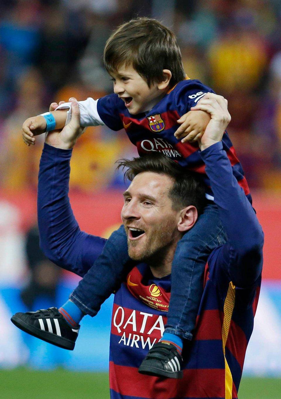 1c25dda65 Zdjęcie numer 5 w galerii - Puchar Króla. Piłkarze Barcelony świętowali z  rodzinami [ZDJĘCIA