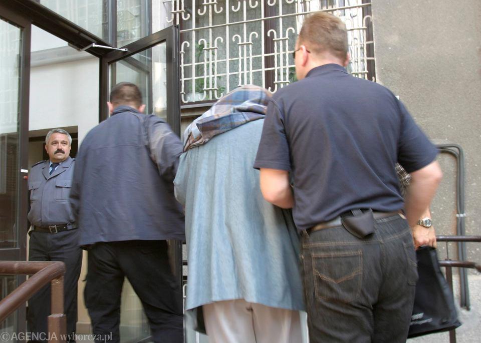 Jolanta K. przed przesłuchaniem w prokuraturze, 2003 r.