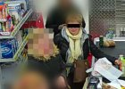 Kobietę, która ukradła tablet, nagrała kamera w sklepie.