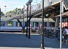 Miasto na peronie. Codziennie wyjeżdża stąd do pracy kilka tysięcy ludzi