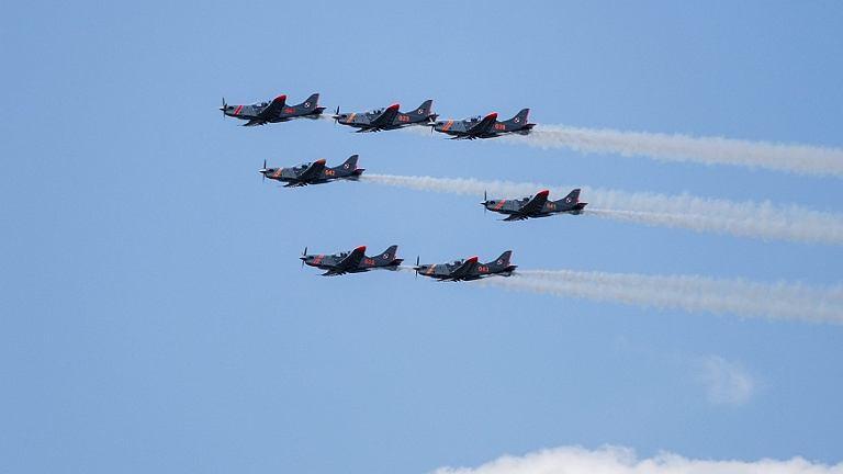 Na niebie zobaczymy blisko 100 samolotów i śmigłowców