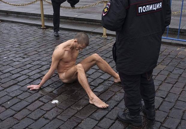 Piotr Pawlenski na Placu Czerwonym