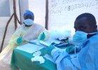 """G��wny lekarz specjalista walcz�cy z ebol� zarazi� si� wirusem. """"Boj� si� o �ycie, bardzo je kocham"""""""