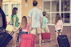 Rodzinne wakacje: jak sprytnie spakować całą rodzinę i o czym nie można zapomnieć