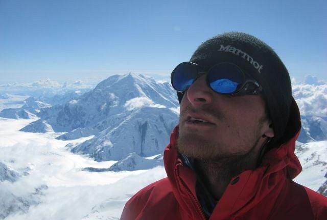Przygodę z górami wysokimi rozpoczął w 2003 r. wejściem na Mont Blanc (zdjęcie stamtąd). 10 lat później zakończył ją pod Broad Peakiem