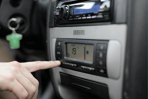 Czy zimą należy używać klimatyzacji samochodowej? Warto, by nie narazić się na choroby i spore koszty