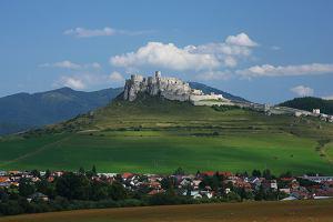 Bajeczne słowackie zamki. Wielki przewodnik po zamczyskach i pałacach Słowacji