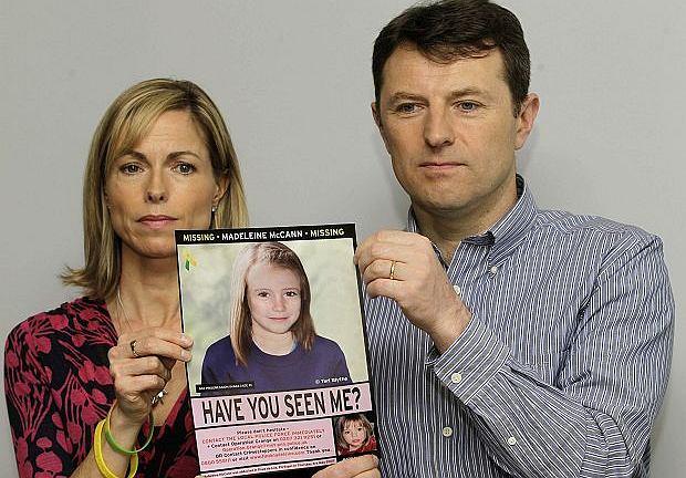 Rodzice Madeleine ze zdjęciem dziewczynki przygotowanym przez policję. Tak może wyglądać teraz