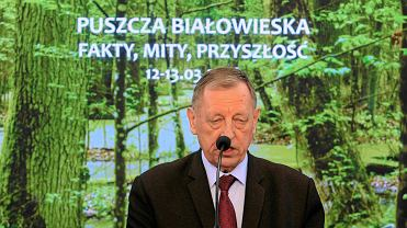 12 marca, Jan Szyszko podczas konferencji, na której przekonywał, że ograniczenie wycinki w Puszczy przyczyniło się do jej zamierania