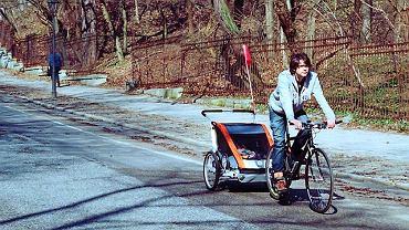 Z dzieckiem na rowerze