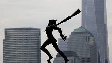 Pomnik katyński w Jersey - Exchange Place, z widokiem na Manhattan, 4 maja 2018