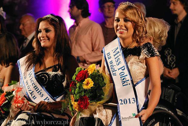 Z prawej Olga Fija�kowska Miss Polski na W�zku, obok druga wicemiss Weronika Wr�bel