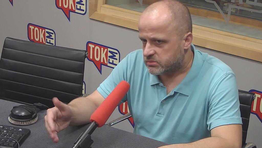 Sędzia Piotr Gąciorek w studiu TOK FM.