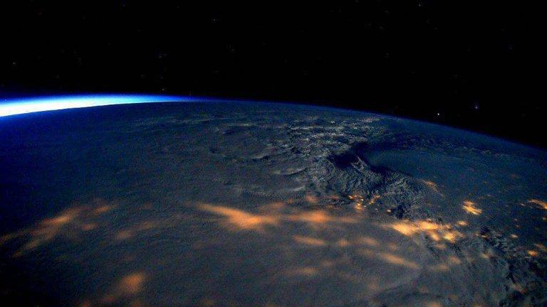 Tak wyglądają chmury, które przyniosły potężne śnieżyce. Zdjęcie udostępniła NASA na Twitterze