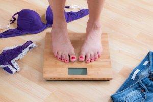 Nie chce ci si� wi�cej �wiczy�, a do osi�gni�cie upragnionej wagi brakuje niewiele? Dowiedz si�, jak nie przechodz�c na restrykcyjn� diet� mo�esz schudn�� 1 kg w bardzo kr�tkim czasie