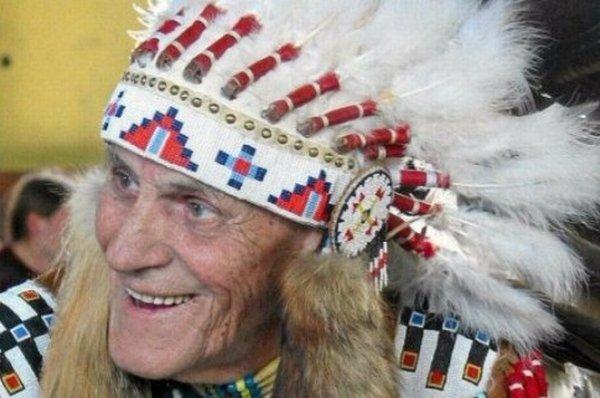 Indianin, który zbiegł z transportu do Oświęcimia  i walczył w  AK. Jego umiejętności były bezcenne