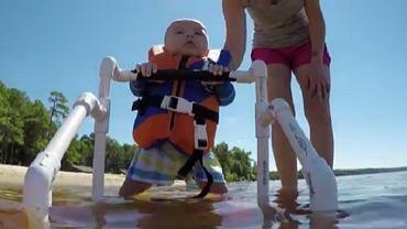 Dziecko na nartach wodnych
