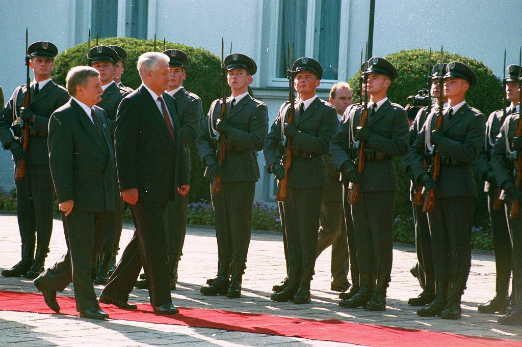 Sierpień 1993 r. Wizyta Borysa Jelcyna w Polsce. Na zdjęciu Jelcyn i ówczesny prezydent RP Lech Wałęsa (fot. Krzysztof Miller / Agencja Gazeta)