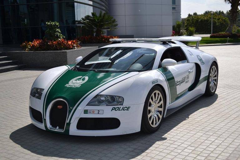 Bugatti Veyron w barwach policji Dubaju
