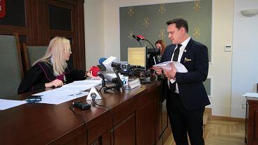 Kielce, 28 września 2018 roku, Sąd Okręgowy w Kielcach. Proces wyborczy Bogdan Wenta kontra Dominik Tarczyński (na zdjęciu)