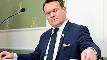 Dominik Tarczyński w Sądzie Okręgowym w Kielcach