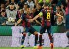 Powa�na kontuzja Andresa Iniesty. Messi ratuje wygran� w 94. minucie