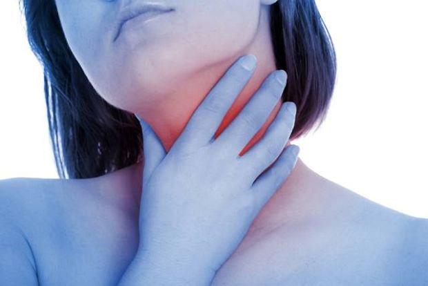 Nieleczone zapalenie krtani mo�e doprowadzi� do choroby nowotworowej