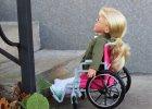 Twoja lalka mia�a wypadek, b�dzie je�dzi� na w�zku inwalidzkim