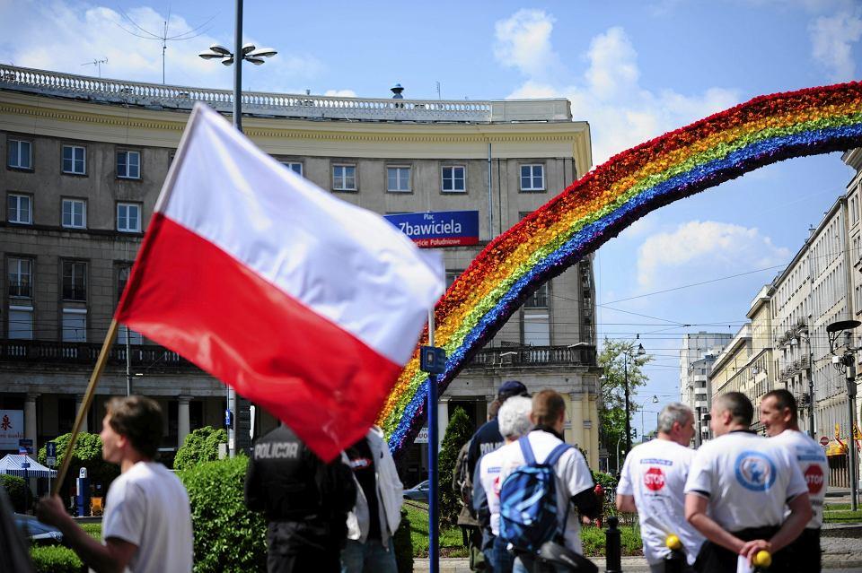 Mieli�my w Warszawie niepisan� zasad� - we wszystkich kawiarniach na ''A'' geje mogli si� czu� swobodnie: Alhambra, Antyczna, Ambasador, Amatorska