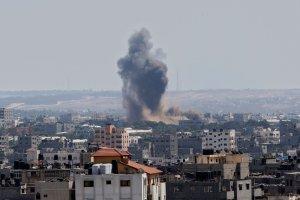 Strefa Gazy: Izrael wznowił ataki. Wzywa tysiące Palestyńczyków do opuszczenia domów