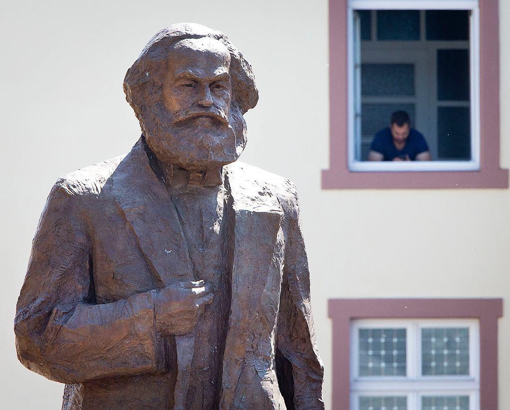 Odsłonięcie pomnika Karola Marksa w niemieckim Trewirze - miejscu jego narodzin