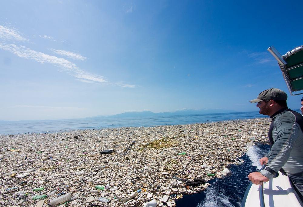 Morze śmieci w pobliżu wyspy Roatan