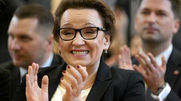 Minister edukacji w rządzie PiS Anna Zalewska podczas gospodarskiej wizyty w jednej z lubelskich szkół. 23 listopada 2016