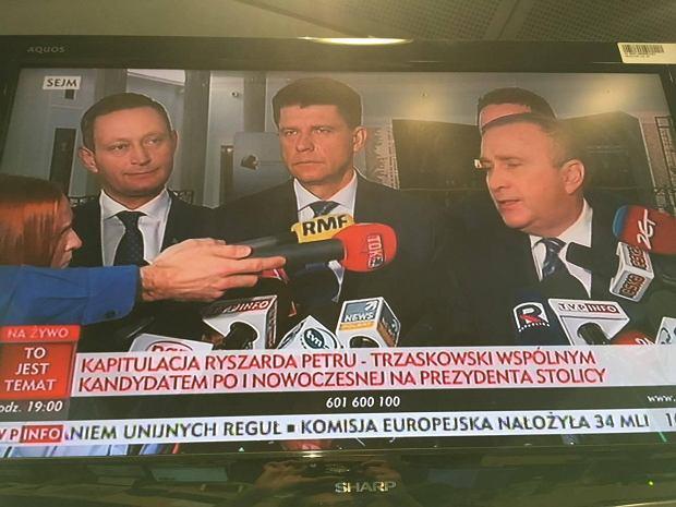 Wspólny kandydat PO i Nowoczesnej na prezydenta Warszawy. A teraz spójrzcie na pasek TVP Info