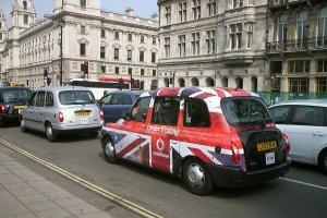 Taksówki w Warszawie są zbyt drogie? Porównujemy ceny z innymi miastami [BIQPIN]