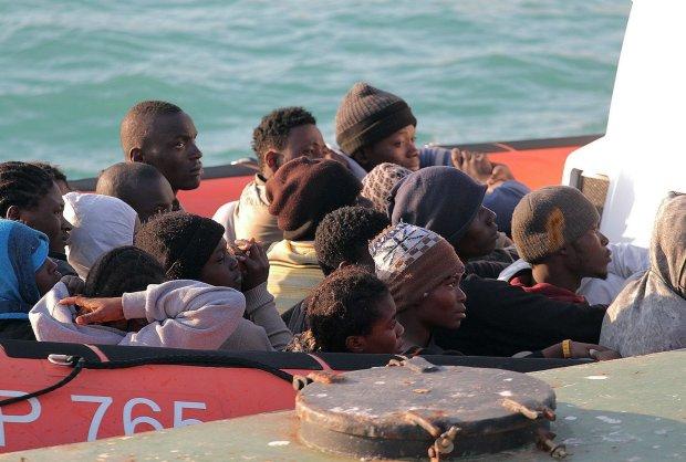 Prawie 400 nielegalnych imigrant�w mog�o uton�� u wybrze�y Libii