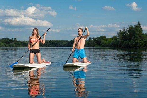 Ekstremalne sporty wodne na Mazurach – dużo więcej niż żagle [7 CUDÓW MAZUR]