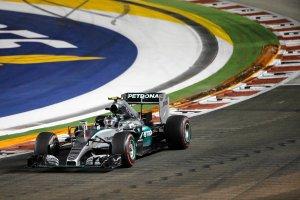 F1. Pierwszy trening dla Rosberga, drugi odroczony
