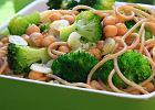 Pe�noziarniste spaghetti z broku�ami i ciecierzyc�