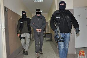 Wyrok w sprawie poczw�rnego morderstwa. Mariusz B. winny