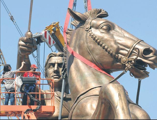Skopie, 21 czerwca 2011 r. Aleksander Wielki na swym sławnym rumaku Bucefale