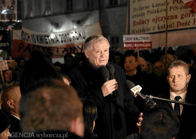 Jarosław Kaczyński w tłumie zwolenników